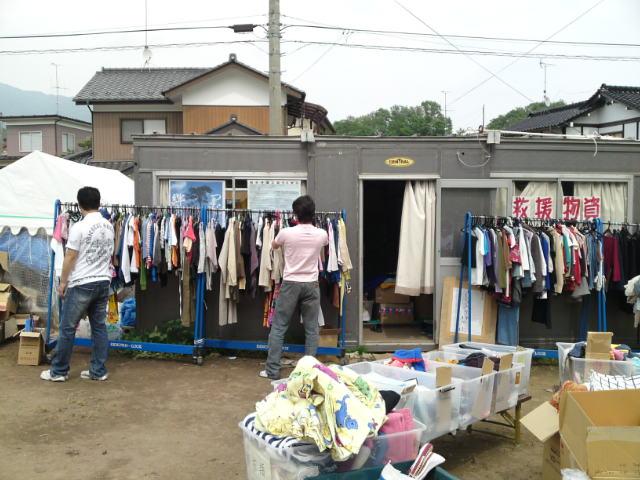 衣料品救援物資支給の場所です。