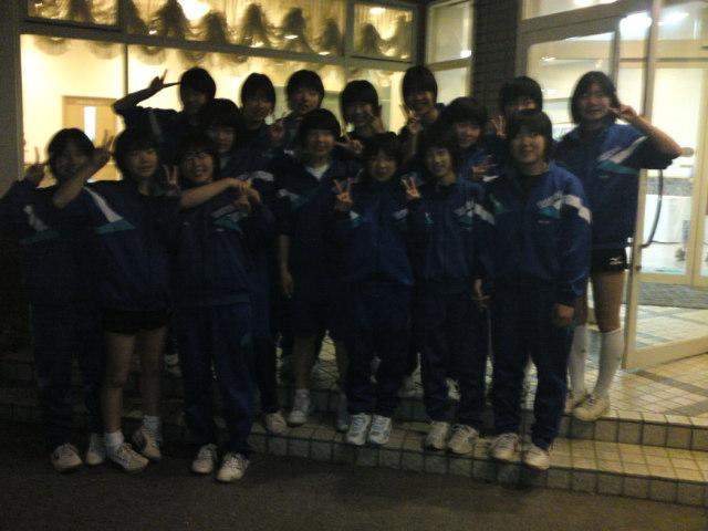 陸前高田市立高田第一中学校女子バレーボール部の皆さんです。