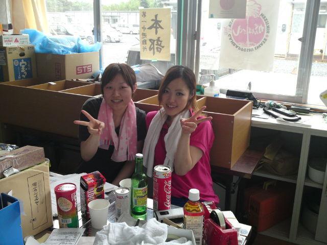日本赤十字秋田看護短期大学、葉書作業担当のお二人です。